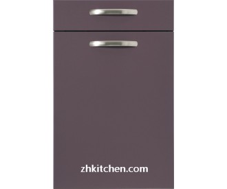 Lacquer coated kitchen furniture doors